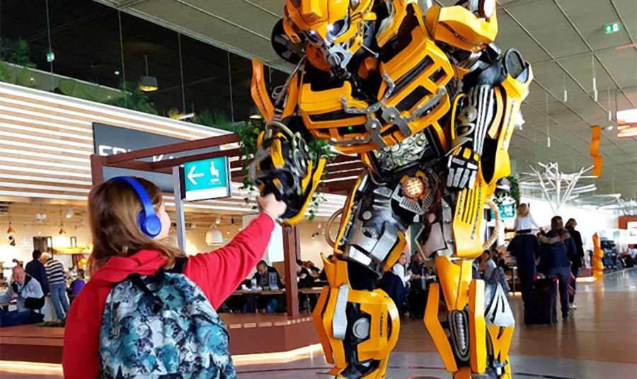 Bumblebee avec petite fille aéroport Toulouse