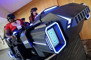 Le public est installé dans le simulateur de réalité virtuelle Navette VR