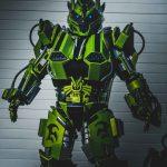 Présentation du robot géant debout